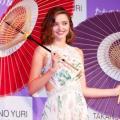"""ミランダ・カー 小嶋陽菜から「""""恋するフォーチュンクッキー""""のダンスを習いました」"""