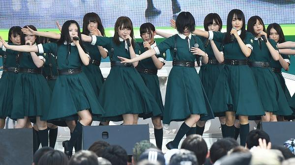 ステージで終始下を向いたまま… 欅坂46・平手友梨奈に心配の声 (TIF2017)