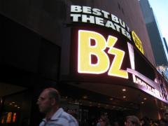 B'z NY公演でブロードウェイに長い行列