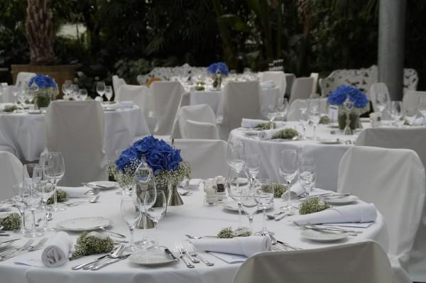 呼ばれていない結婚式にゲストを装って参加した女 4つの結婚式でご祝儀を窃盗