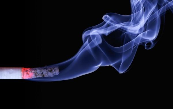 「松井前知事はいいの?」の声も 64歳大阪府職員、9年で2318回煙草休憩を取り訓戒処分