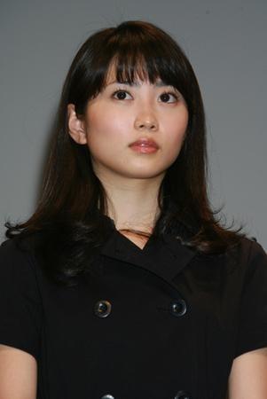 杉咲花主演『ハケン占い師アタル』、初回高視聴率獲得 『女王の教室』とリンクでファンから歓喜の声