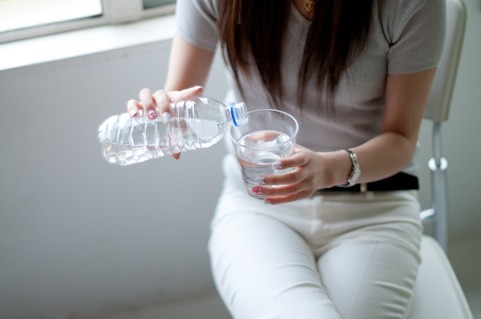 飲みすぎ注意! 夏の水分補給によるペットボトル症候群の危険性