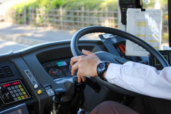 「客に暴言を吐いた」バスの運転手が処分 その理由に同情の声