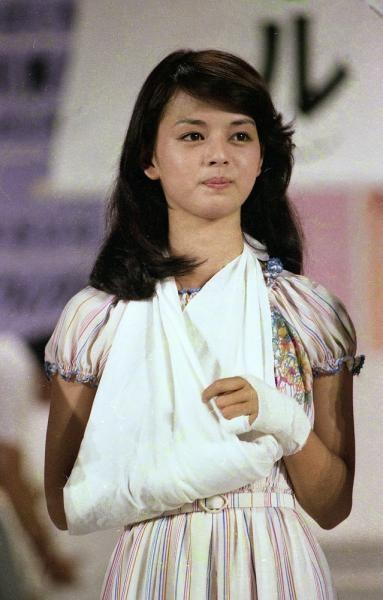 還暦! 今年60歳になった岡田奈々の美貌に若者も驚愕「まじで結婚したい」
