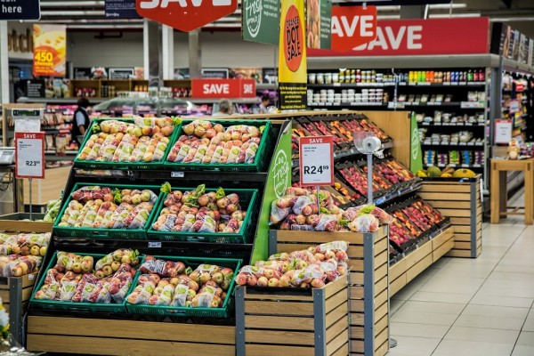 「耳がジンジンしたから」奇妙な犯行動機で69歳の男がスーパーの商品の袋に鎌で穴を開ける