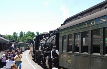 筋金入りの鉄道マニアが希少価値高い列車の切符を転売目的での購入繰り返す