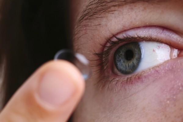コンタクトのまま就寝した女性、角膜が壊死 衝撃の画像にコンタクト使用者から恐怖の声