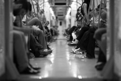 地下鉄で席を譲ってもらえず腹を立てた女性、下半身裸になりそのまま乗車 謎の行動の理由は