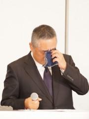 """吉本・岡本社長会見、記者が""""声を上げ""""延長で約5時間半 「笑ってはいけない記者会見」とネットで揶揄"""
