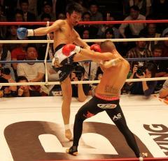 超満員のシュートボクシング後楽園大会 アンディ・サワーが佐藤に判定勝利