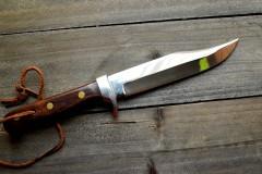 刃渡り約12センチのナイフを持って路上に寝て逮捕 74歳男のとんでもない「言い訳」