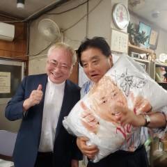高須院長、河村名古屋市長に「座り込み枕」をプレゼント 異色の2ショットに反響、枕はどこで買える?