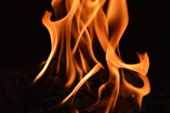 """火鍋から1mの火柱が! 原因は誰もが知っている""""あるもの""""を落としてしまったこと?"""