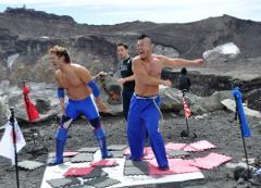 仰天!  「地下プロレス」が「霊峰富士山頂」にて「日本最高峰プロレス」!!