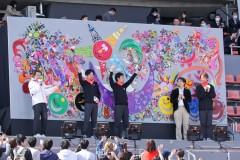 元SMAP稲垣&草なぎ&香取がパラ駅伝に登場!香取作のレゴ壁画披露