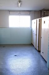 """47歳男、女性トイレに設置した盗撮カメラに""""映り込み""""逮捕 マヌケな犯行に呆れと怒りの声"""