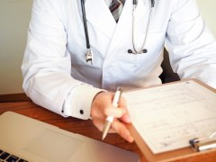 """公立病院の9割が赤字!? その原因は、医者が""""素人""""なせい?"""