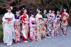 剛力彩芽、武井咲、河北麻友子らオスカー美女10人が晴れ着姿披露