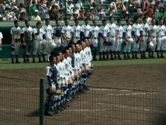 秋田中央高校の選手が熱中症で倒れ交代 繰り返される我慢大会に呆れの声