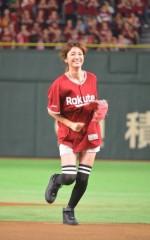 イニエスタだけじゃない!ユッキーナが好投、鈴木愛理が熱唱で楽天の勝利に貢献!