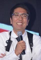 """小木博明、「電グルCD回収反対会見」に""""変な格好で説得力がない""""発言で炎上 『バイキング』への悪態は称賛"""