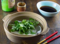 身体も心も温まる! パクチーたっぷり、エスニック湯豆腐