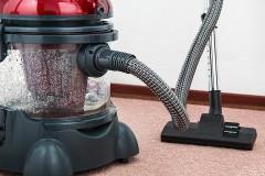 『掃除機をかけて』夫に頼んだ妻が逮捕 「夫が可哀想」「家事の分担は虐待?」と賛否両論