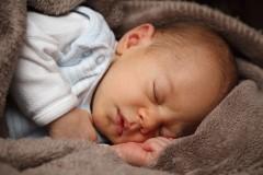 乳児の耳に漂白剤を入れ続けた母親、子は体中の穴から出血…恐ろしい告白にネット震撼