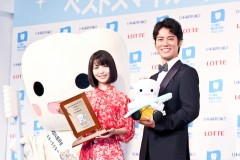 「そういうイメージからは程遠かったのに」桐谷健太と浜辺美波がベストスマイル賞を受賞
