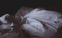 「夜型人間」が9時から17時に仕事をすると脳に影響? 朝型夜型は先天的に決まるのか