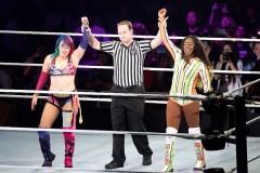 WWEスマックダウン女子王者のアスカ、ビンス・マクマホン会長が祝福も防衛戦を強制
