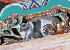 平和な江戸時代が始まったことを示す彫刻 日光東照宮の「眠り猫」