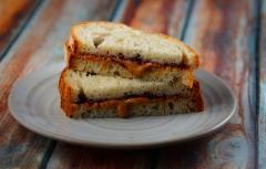 ピーナッツで高血圧予防! ピーナッツバターとジャムのサンドイッチ