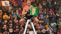女子2冠王座が遂に解体! WWE神出鬼没のブロック・レスナーがMITBラダー戦を制す