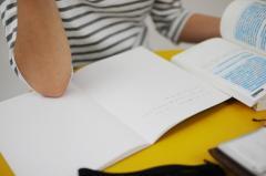 公務員試験の参考書出版社が神奈川県警の採用試験で問題を盗撮