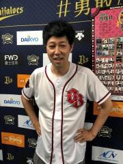 小籔千豊ノーバン投球成功も、コヤソニ招待券の質問攻めに「一般人の安室さんを招待」