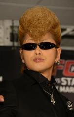 欅坂46の衣装問題 過去には気志團の衣装も酷似で「直ちに廃棄いたします」と謝罪