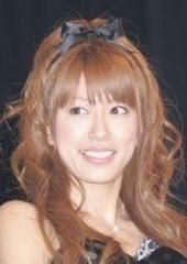 """里田まい、中村アンとの写真投稿に疑惑の声 いつの間にか""""憧れの女性""""に?"""