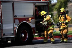"""職務中の消防士、高齢女性に電子レンジを購入? 日本ではありえない海外のお役所""""神対応"""""""