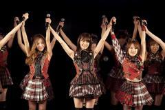 AKB48 前田敦子卒業公演 最後は「桜の花びらたち」