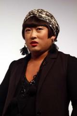ロバート秋山 YOKO FUCHIGAMIとして自身のボヤきを代弁
