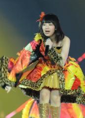 AKB48の小笠原茉由が歌手のfumikaのライブに参戦「公開収録もやっちゃいます」