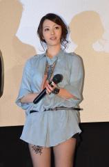 岩佐真悠子が生放送で、「普通の年上の会社員」と交際宣言
