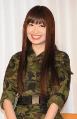 AKB48 小嶋陽菜が迷彩服で新しい自分を発見!!