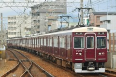 尼崎市で線路内に人が立ち入り電車が停止、その原因は「撮り鉄」 過去にも騒動が多数