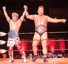 64歳のチャンピオン藤波辰爾、パートナーTAMURAの復帰祝いにベルトを腰に巻く!
