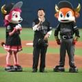オリックス、松井一郎氏が知事から市長になっても始球式!「録音しないで」と吉本ネタ