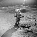 月面で撮影された写真に鮮明なUFOが!? アポロ15号が撮影した写真