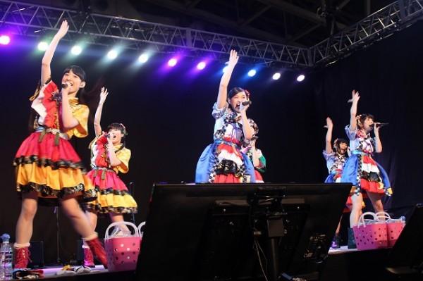 エビ中・真山りか ニコ二コ超会議でのコラボライブで「『おそ松さん』の限定タオル欲しい!」